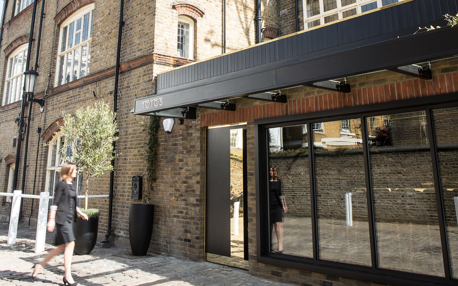 TOTO'S RESTAURANT, Walton House, OFF WALTON STREET, London SW3 2JH T ...