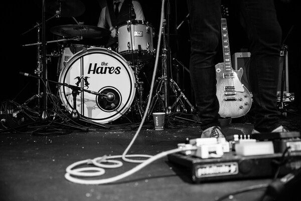 Live Music by The Hares