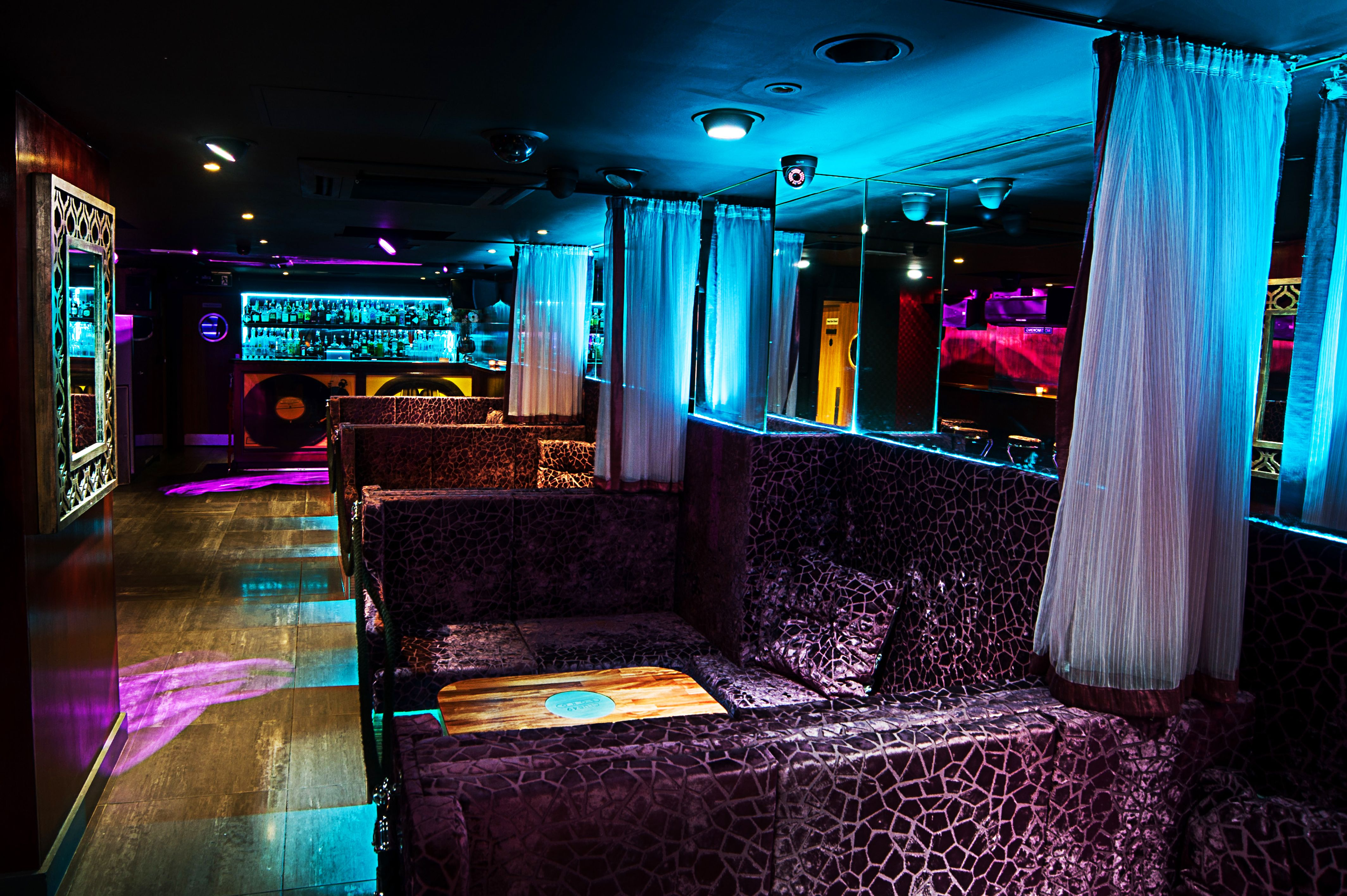 List of synonyms and antonyms of the word soho club for London club este